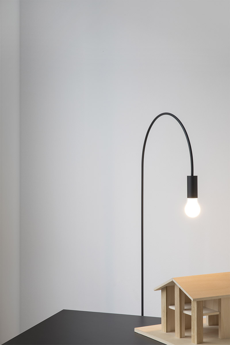 ELEGANT SIMPLE MODERN BLACK METAL FLOOR LAMP