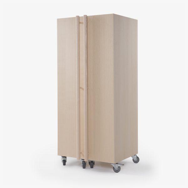 armadio legno design ruote
