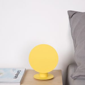 lampada da comodino design gialla